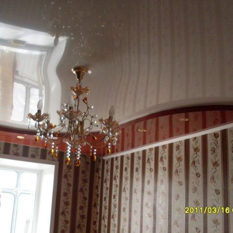 Многоуровневый глянцевый натяжной потолок