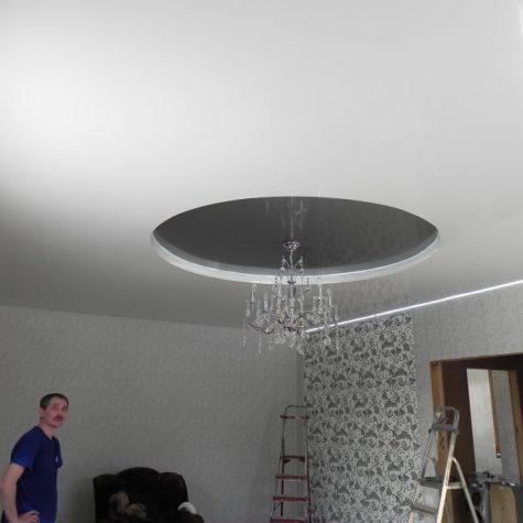 Многоуровневый натяжной потолок со светодиодной подсветкой по периметру