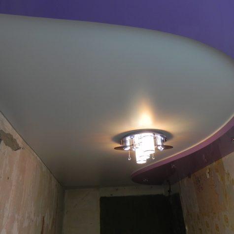 Комбинирование сатинового и глянцевого натяжных потолков